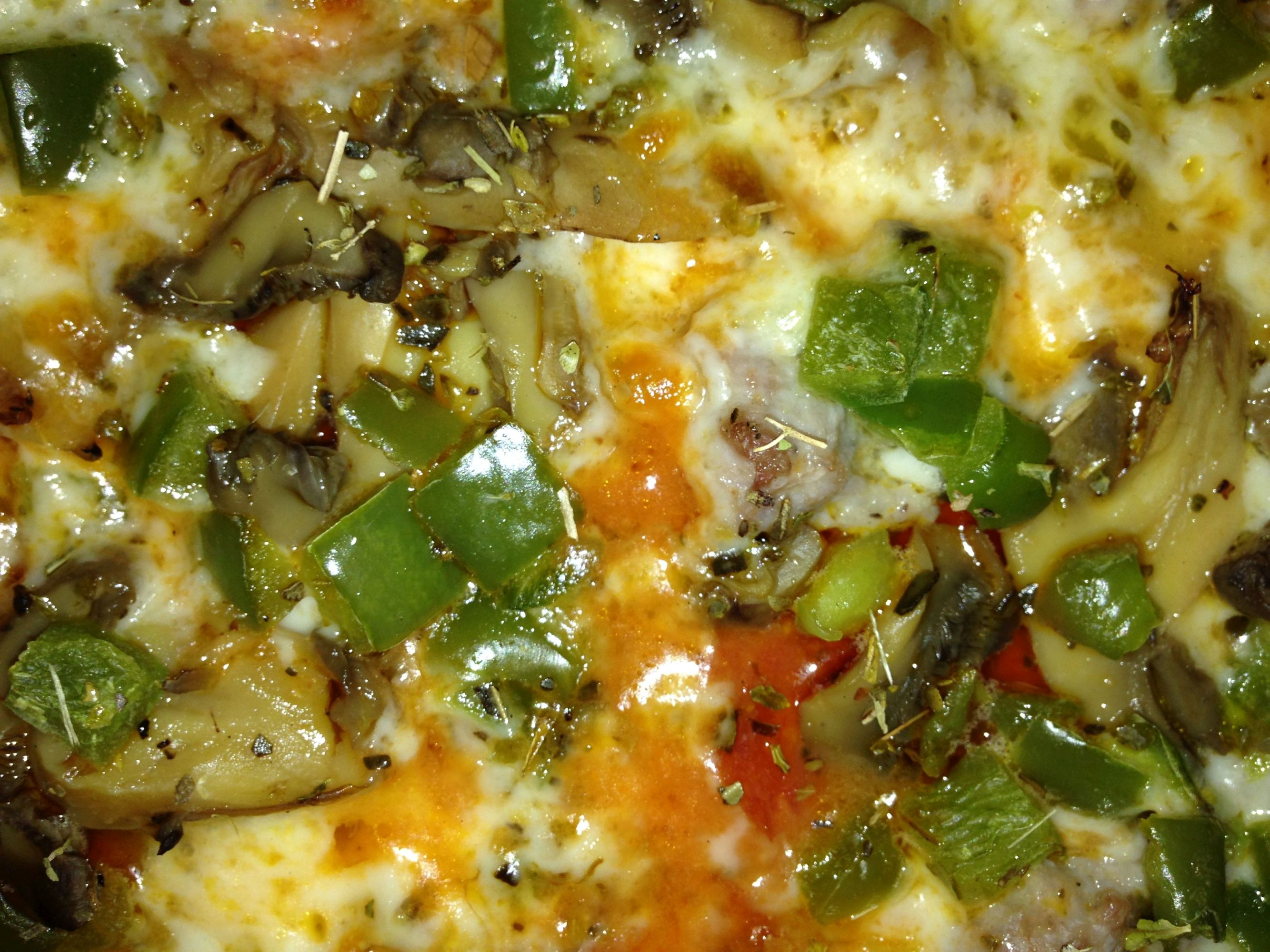 Zoom Fricanos EBA Everything But Anchovies, Pepperoni, Italian Sausage, Mushroom & Green Pepper Pizza Pie Zoom.JPG